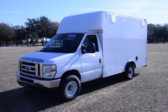 2009 E-350, Cutaway Van #A01221 - photo 9