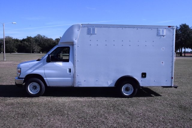 2009 E-350, Cutaway Van #A01221 - photo 11