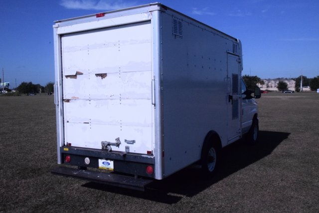 2009 E-350, Cutaway Van #A01221 - photo 3