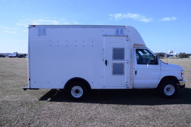 2009 E-350, Cutaway Van #A01221 - photo 19