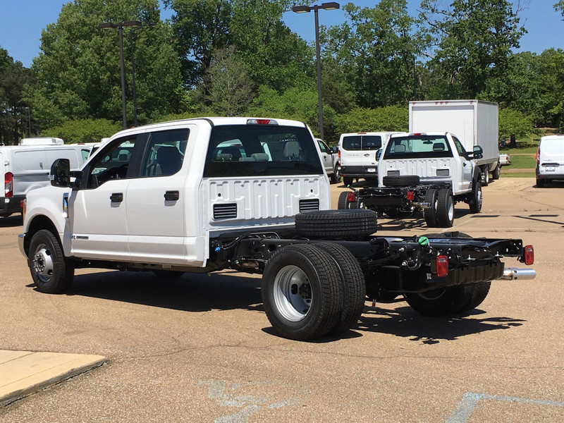 2017 F-350 Crew Cab DRW, Cab Chassis #HED21569 - photo 3