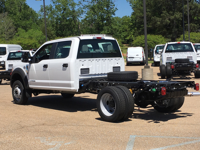 2017 F-450 Crew Cab DRW, Cab Chassis #HED21571 - photo 4