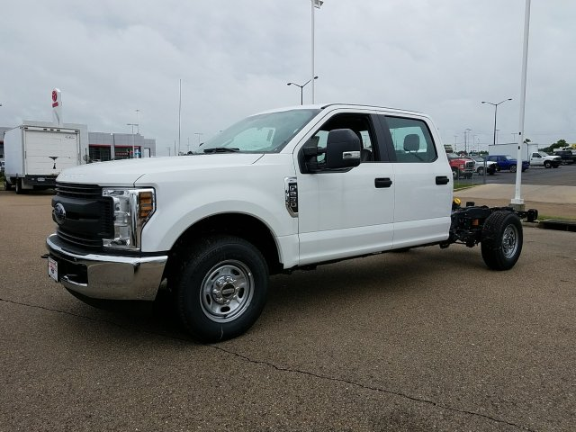 2018 F-250 Crew Cab 4x2,  Cab Chassis #JEB56863 - photo 3