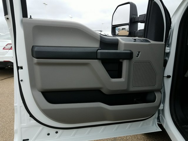 2018 F-350 Regular Cab DRW 4x2,  Cab Chassis #JEC53178 - photo 7