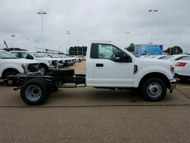 2018 F-350 Regular Cab DRW 4x2,  Cab Chassis #JEC53179 - photo 3