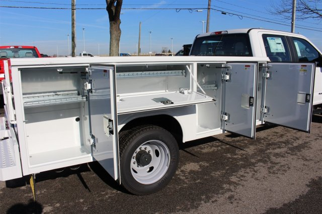 2017 F-550 Crew Cab DRW 4x4, Reading Classic II Steel Service Body #FTH4230 - photo 11