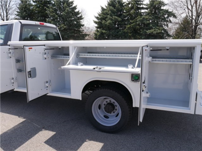 2018 F-550 Regular Cab DRW 4x2,  Reading Classic II Steel Service Body #FTJ2628 - photo 17