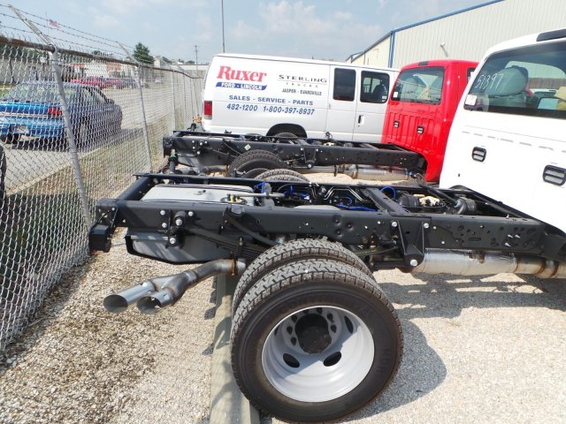2016 F-550 Regular Cab DRW 4x4, Cab Chassis #GEA51397 - photo 4