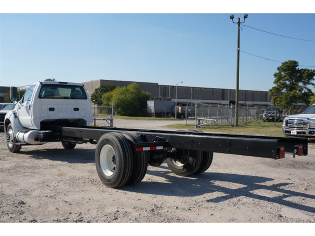 2015 F-750 Regular Cab DRW, (Unknown) Cab Chassis #V688913 - photo 2