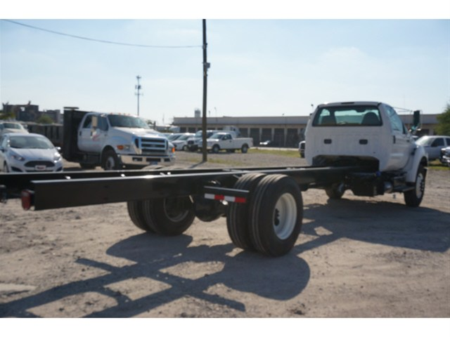 2015 F-750 Regular Cab DRW Cab Chassis #V688913 - photo 4