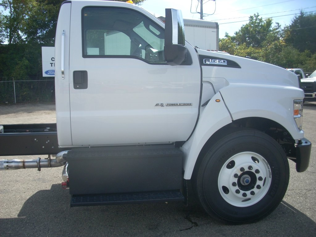 2017 F-650 Regular Cab, Cab Chassis #H0701 - photo 3