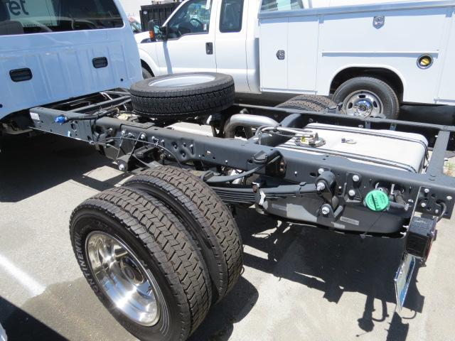 2016 F-550 Regular Cab DRW, Cab Chassis #2167391 - photo 2
