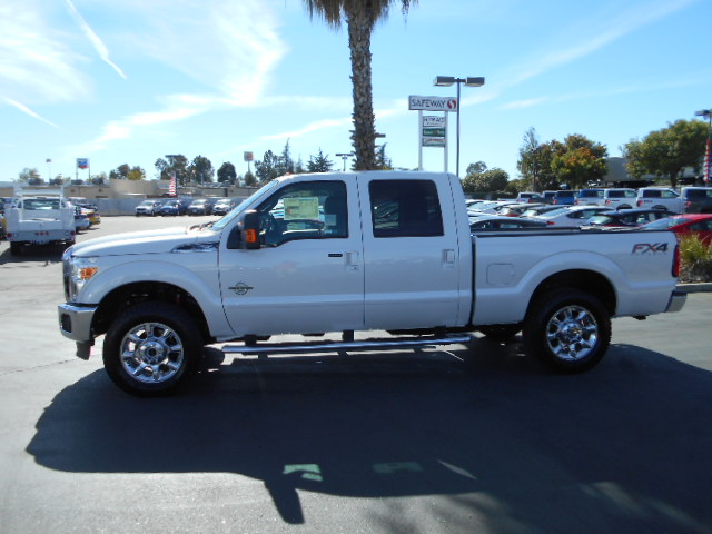 2016 F-250 Crew Cab 4x4, Pickup #49523 - photo 3