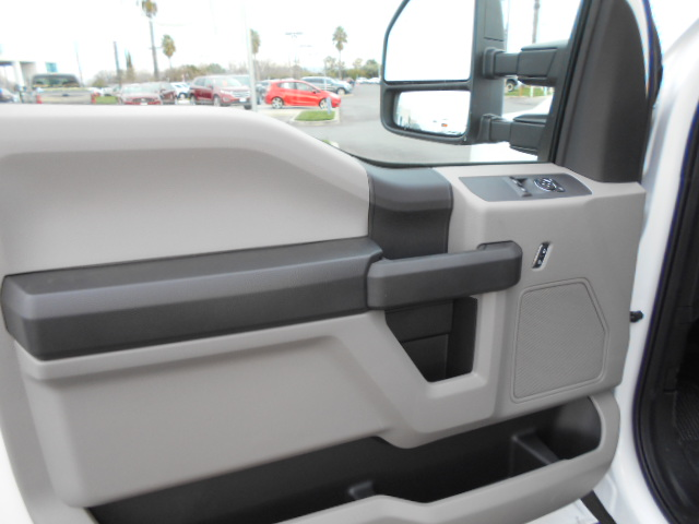 2017 F-550 Regular Cab DRW, Cab Chassis #51032 - photo 5