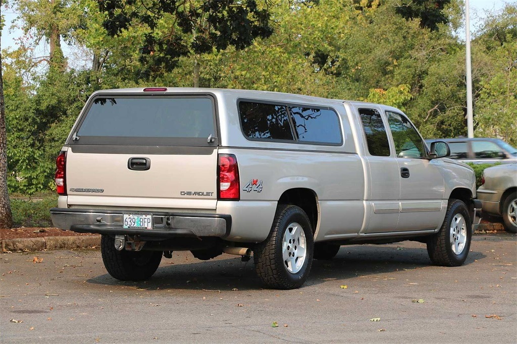 2005 Chevrolet Silverado 1500 Extended Cab 4x4, Pickup #205358A - photo 2
