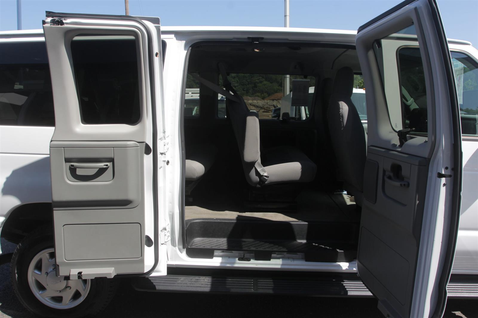 2014 Ford E-350 4x2, Passenger Wagon #52693 - photo 15