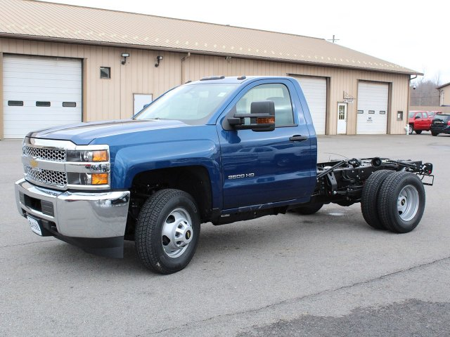 2019 Silverado 3500 Regular Cab DRW 4x4,  Cab Chassis #19C167T - photo 3