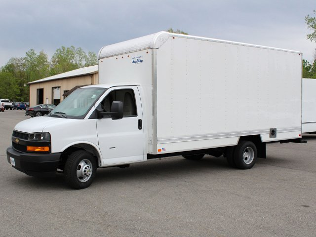 2019 Express 3500 4x2,  Bay Bridge Sheet and Post Cutaway Van #19C202T - photo 3
