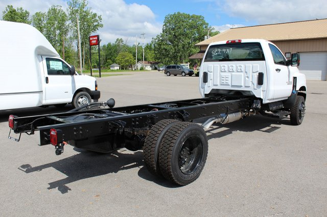 2019 Silverado Medium Duty Regular Cab 4x4,  Cab Chassis #19C207T - photo 7