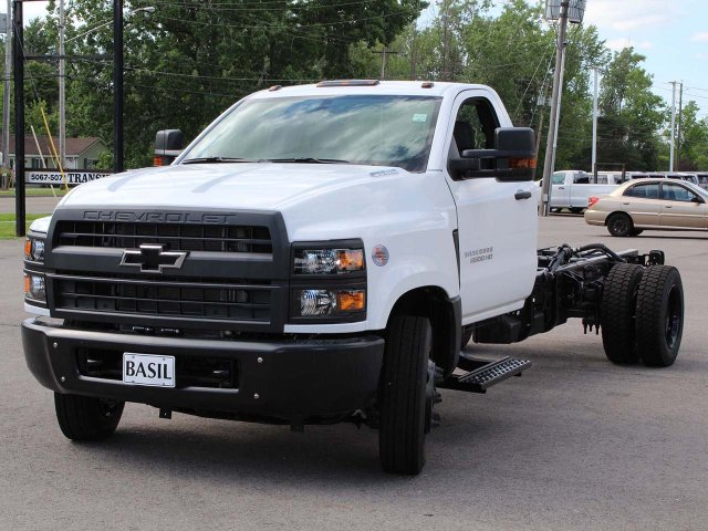2019 Silverado Medium Duty DRW 4x2,  Cab Chassis #19C237T - photo 5