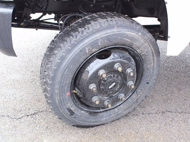 2020 Chevrolet Silverado 6500 Regular Cab DRW 4x4, Cab Chassis #20C132T - photo 11