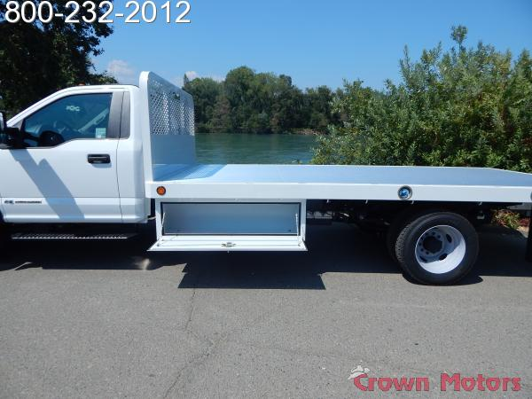 2017 F-550 Regular Cab DRW 4x4, Scelzi Platform Body #17F865 - photo 4