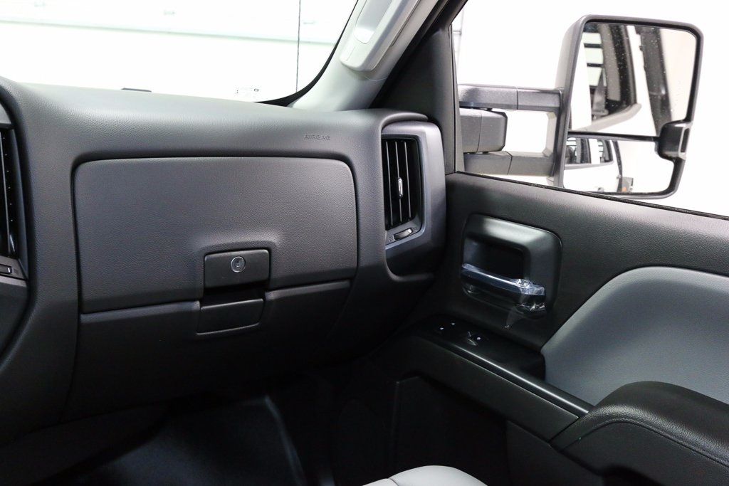 2016 Silverado 3500 Crew Cab 4x4, Hauler Body #T38509 - photo 21