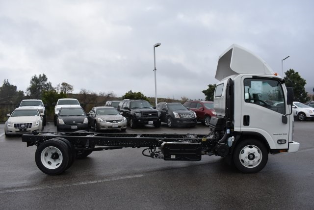 2017 Low Cab Forward Regular Cab, Cab Chassis #M17314 - photo 9