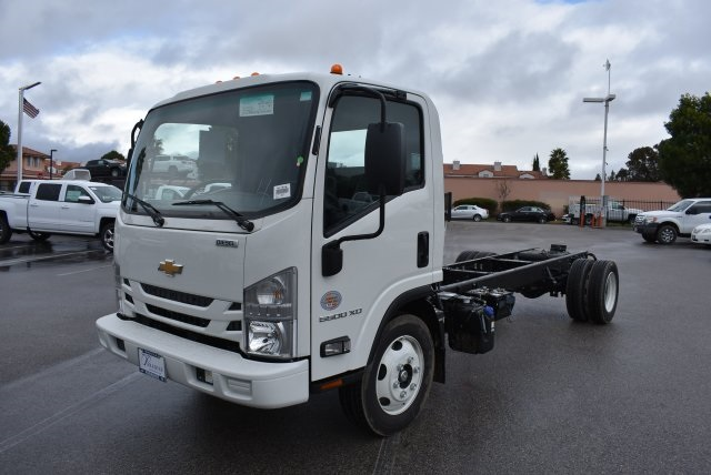 2017 Low Cab Forward Regular Cab, Cab Chassis #M17315 - photo 5