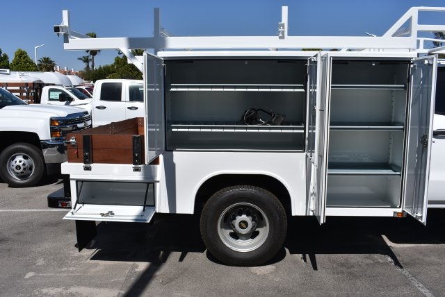 2017 Silverado 3500 Crew Cab, Harbor Combo Body #M17444 - photo 10