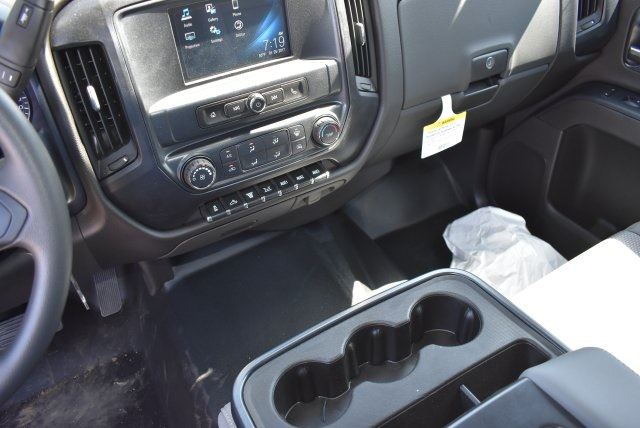 2017 Silverado 3500 Crew Cab, Harbor Combo Body #M17444 - photo 24