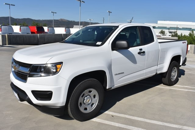 2017 Colorado Double Cab 4x4, Pickup #M17882 - photo 5