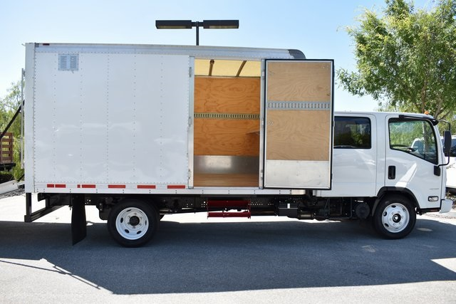 2018 LCF 4500 Crew Cab 4x2,  Morgan Dry Freight #M18529 - photo 2