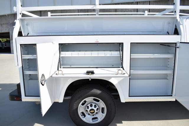 2019 Silverado 2500 Double Cab 4x2, Royal Service Body Utility #M191054 - photo 9
