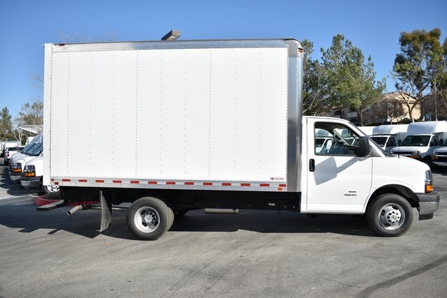 2019 Chevrolet Express 4500 4x2, Morgan Parcel Aluminum Straight Box #M191125 - photo 5