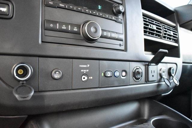 2019 Chevrolet Express 4500 4x2, Morgan Parcel Aluminum Straight Box #M191126 - photo 15