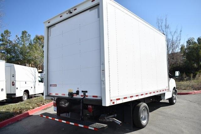 2019 Chevrolet Express 4500 4x2, Morgan Parcel Aluminum Straight Box #M191126 - photo 2