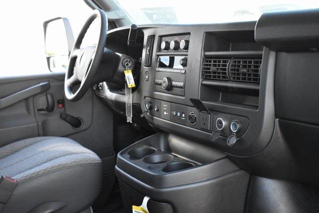 2019 Chevrolet Express 4500 4x2, Morgan Parcel Aluminum Straight Box #M191126 - photo 9