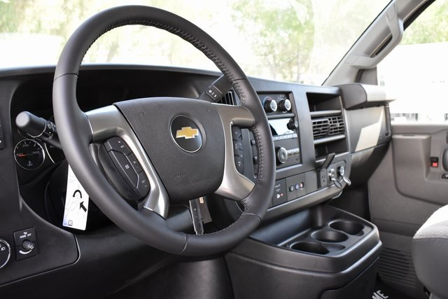 2019 Chevrolet Express 4500 4x2, Supreme Iner-City Straight Box #M19694 - photo 12
