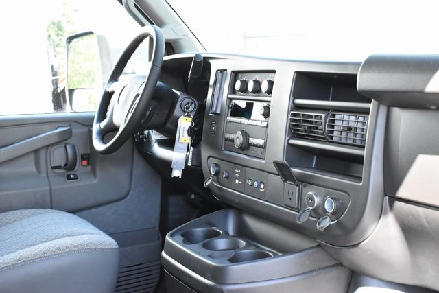 2019 Chevrolet Express 4500 4x2, Supreme Iner-City Straight Box #M19740 - photo 8