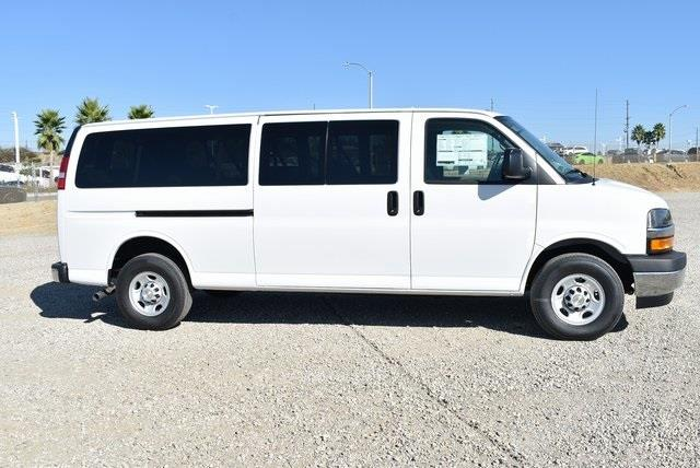 2020 Chevrolet Express 3500 4x2, Passenger Wagon #M20442 - photo 8