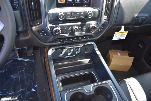 2017 Silverado 2500 Crew Cab 4x4, Pickup #T17765 - photo 18