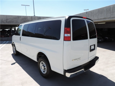 2015 Express 2500 4x2,  Passenger Wagon #1112464 - photo 2