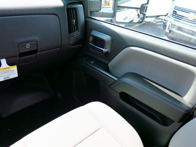2015 Silverado 3500 Crew Cab 4x4, Pickup #635787 - photo 11