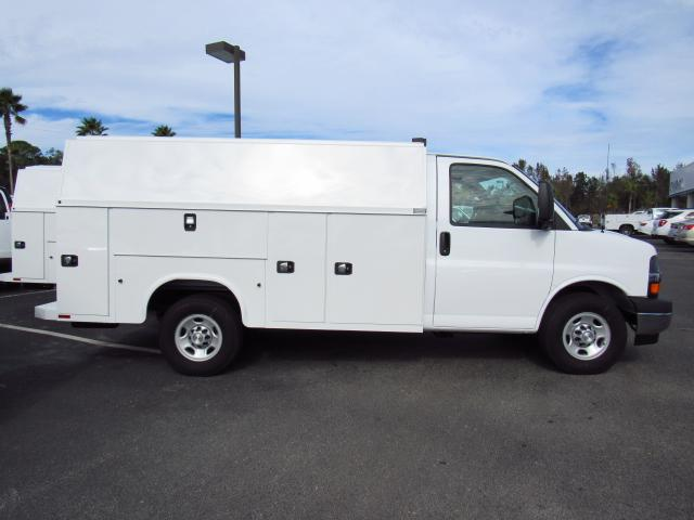 2017 Express 3500, Service Utility Van #H1116241 - photo 3