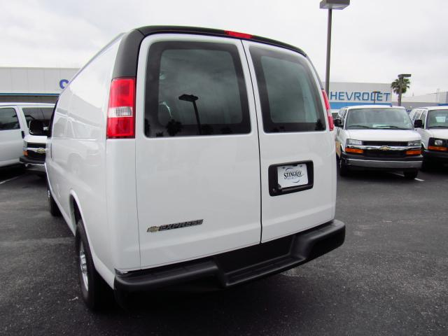 2017 Express 2500 Cargo Van #H1326528 - photo 3