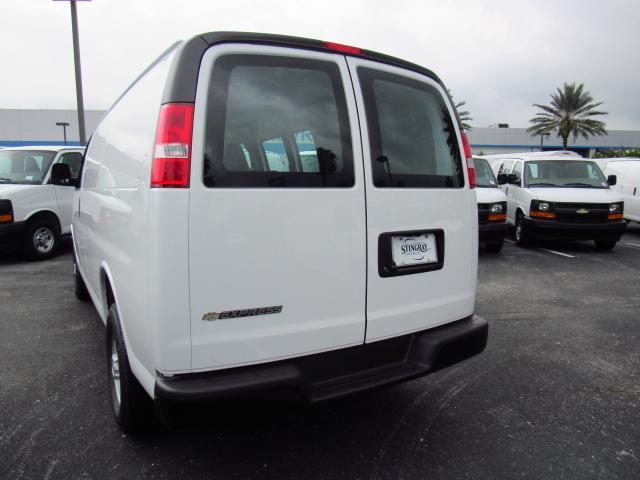 2017 Express 2500 Cargo Van #H1339290 - photo 3