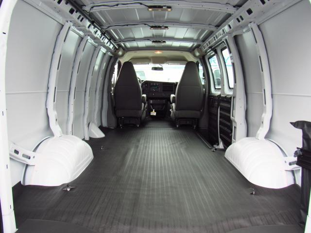 2017 Express 2500 Cargo Van #H1339290 - photo 2