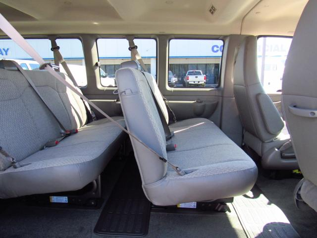 2017 Express 3500, Passenger Wagon #H1348443 - photo 6
