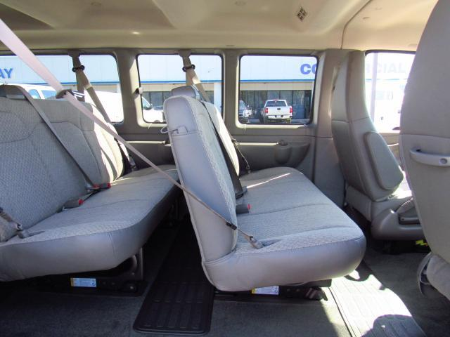 2017 Express 3500, Passenger Wagon #H1351637 - photo 6